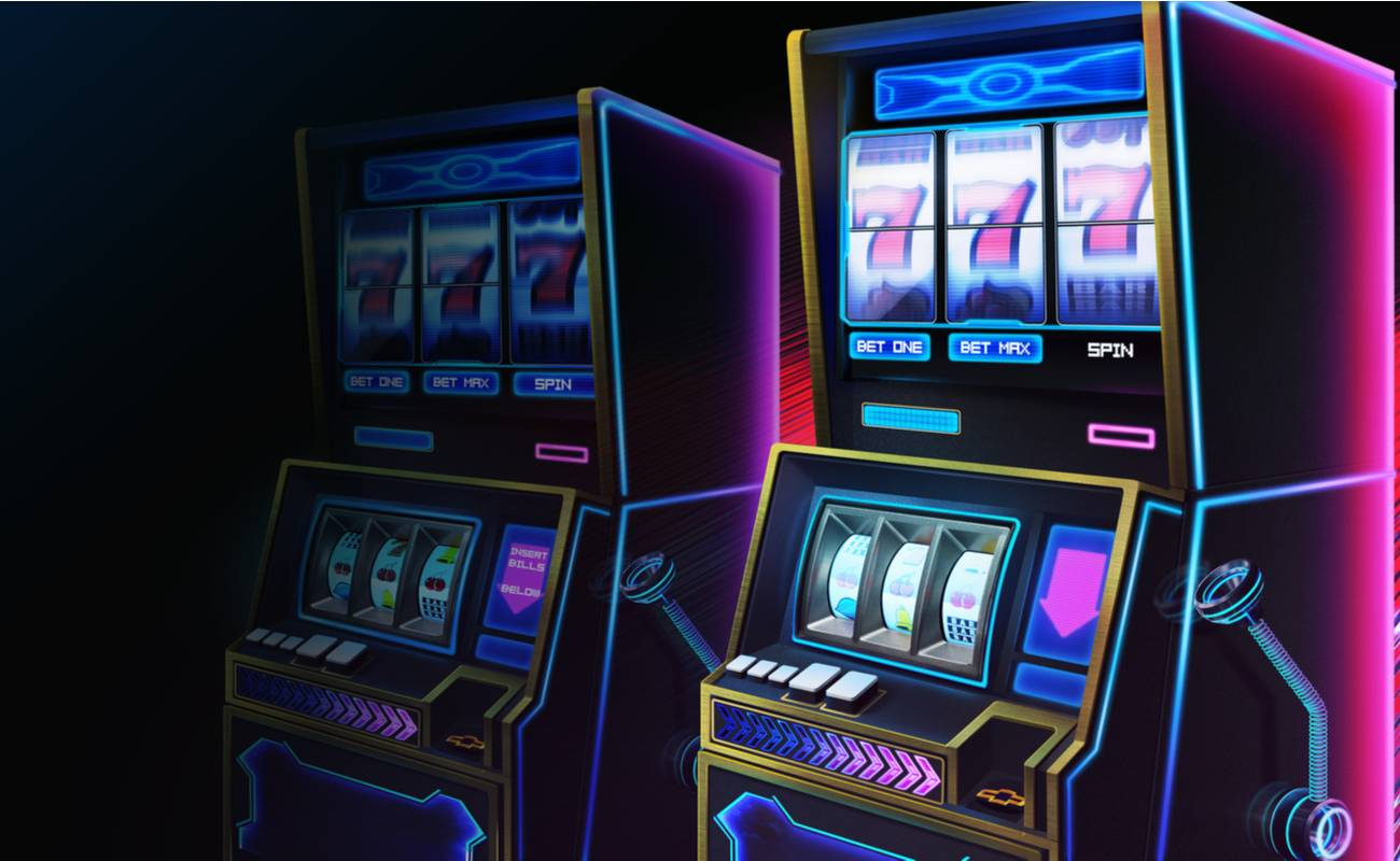 2 animated winning slot machines in neon colors