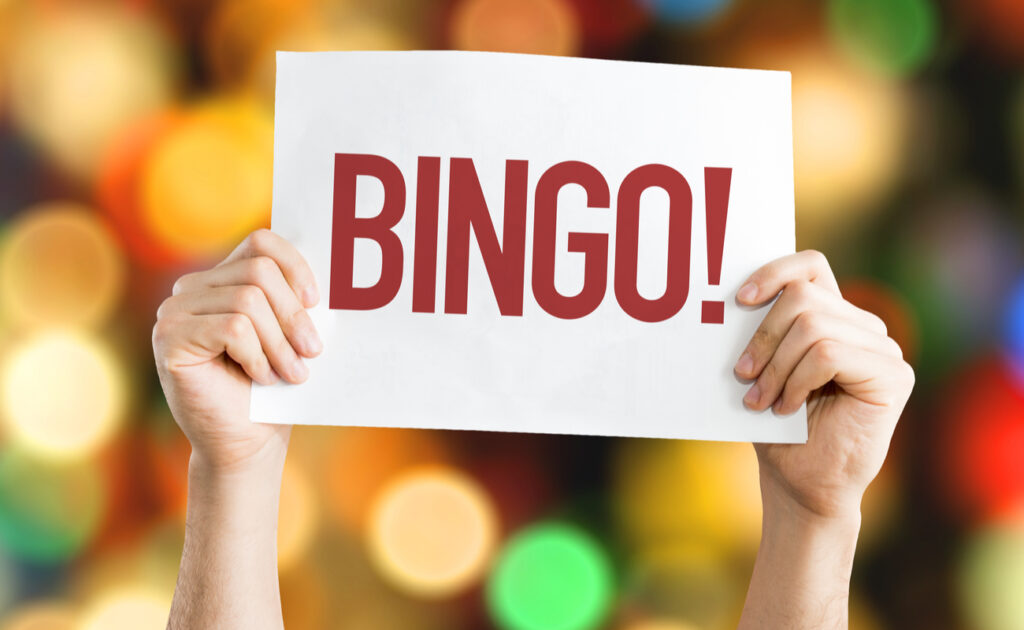 """A placard that says """"bingo"""" with a bokeh background."""