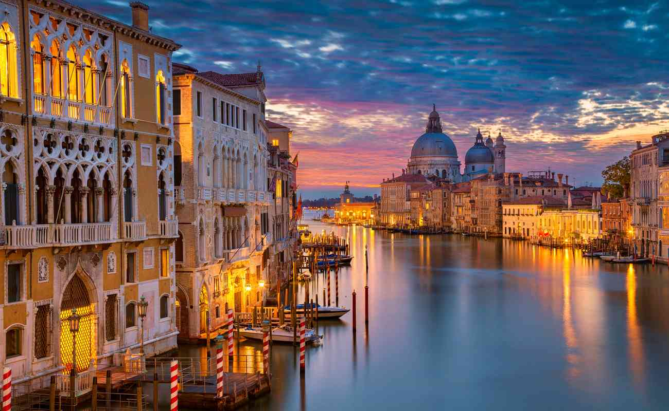 Photograph of Venice during the end of sunset