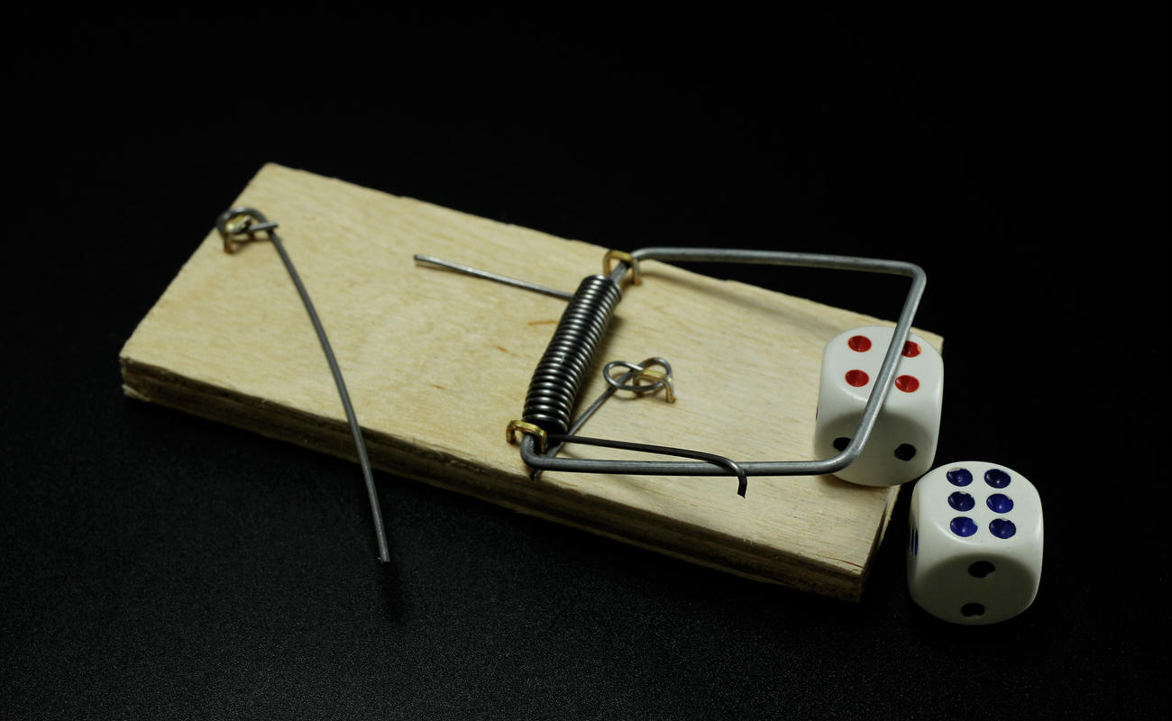A mousetrap with dice