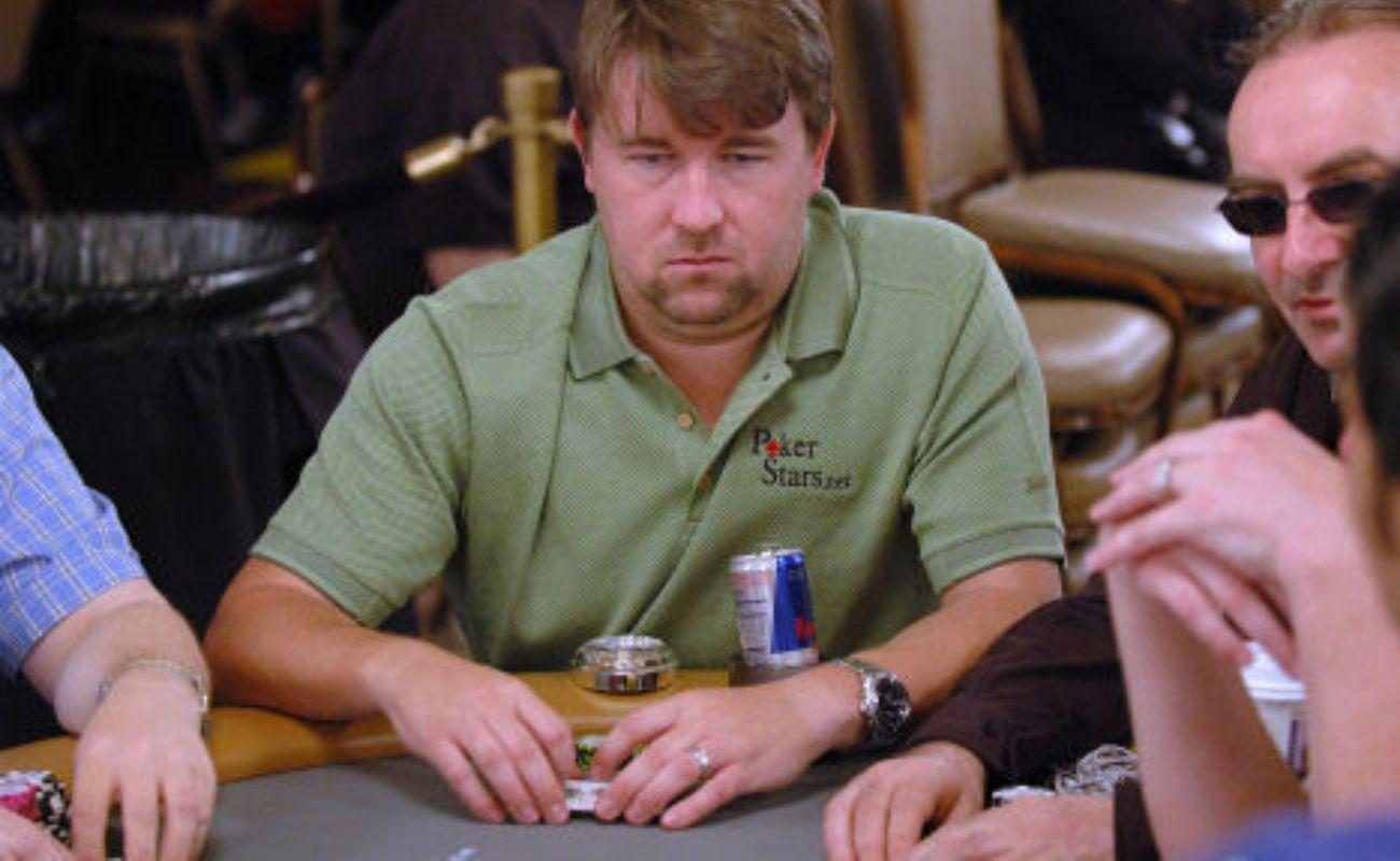 photo of Chris Moneymaker professional gambler at poker table