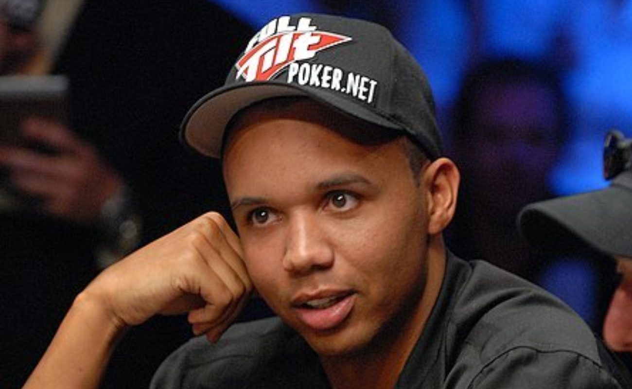 photo of Phil Ivey, professional poker player, wearing poker.net cap