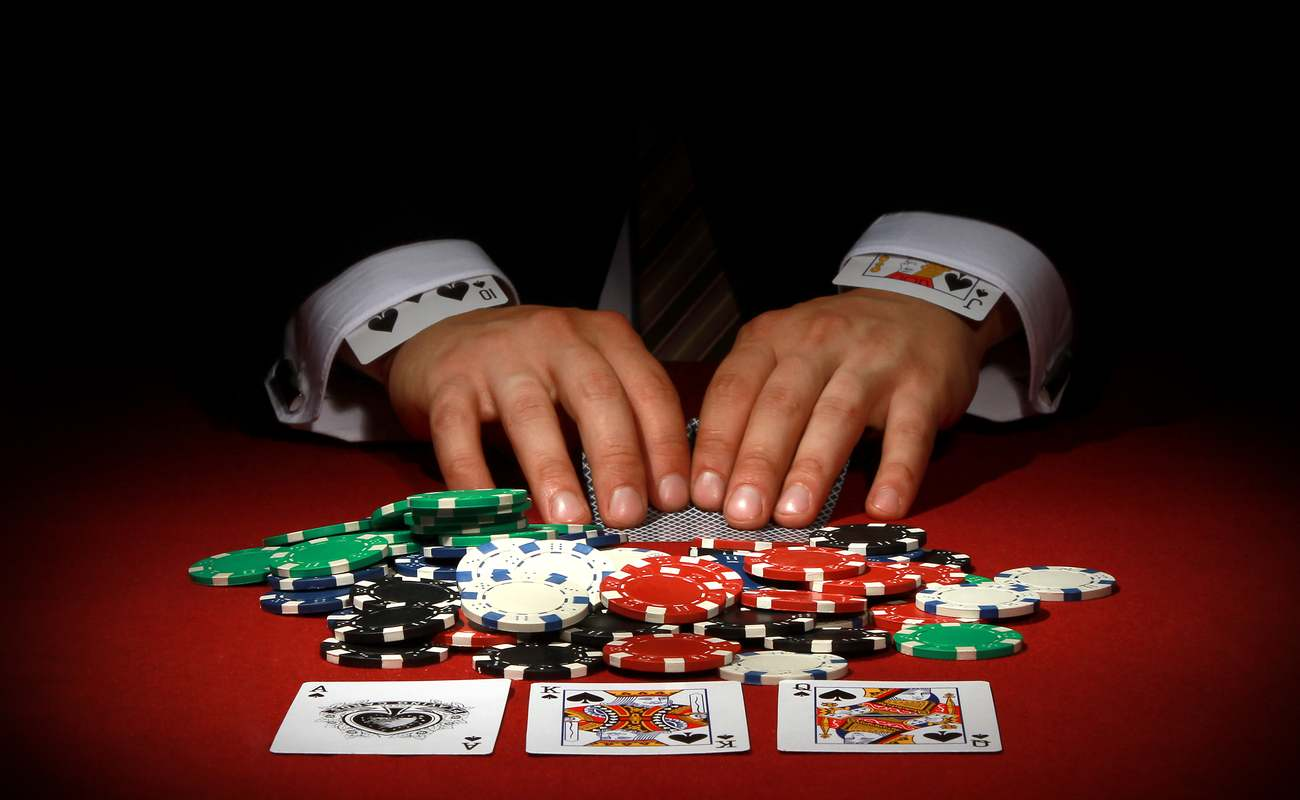 Casino player cheats while playing cards.