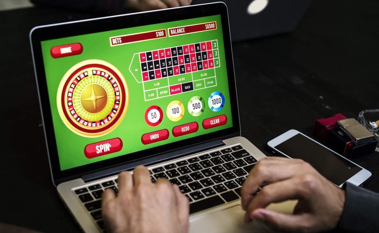 Online casino game roulette table on laptop screen