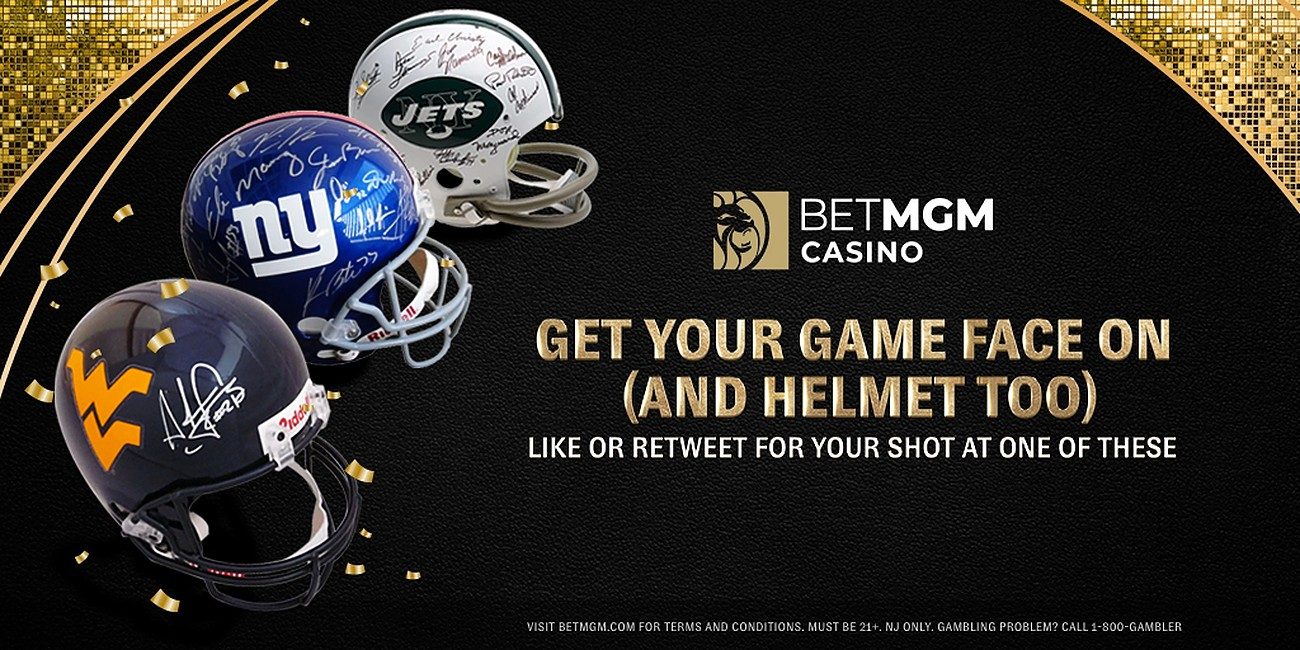 New York Giants, New York Jets, dan WVU Helmets Di samping Logo BetMGM dan Detail Giveaway