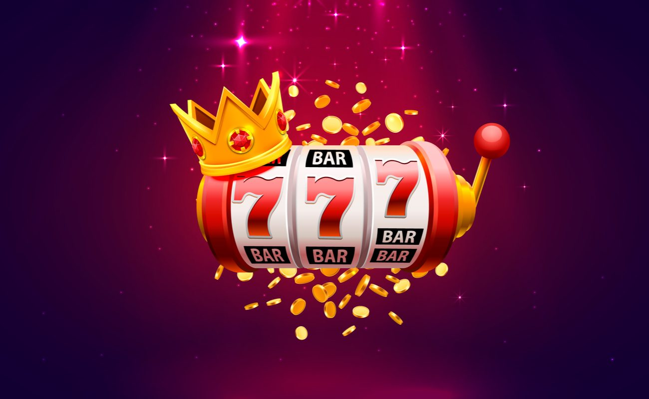 Red online slots reels with lucky number 7s, a crown and gold coins and sparkles in the background