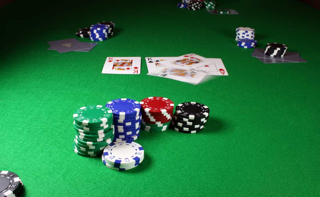 Three Card Poker online game by Ezugi