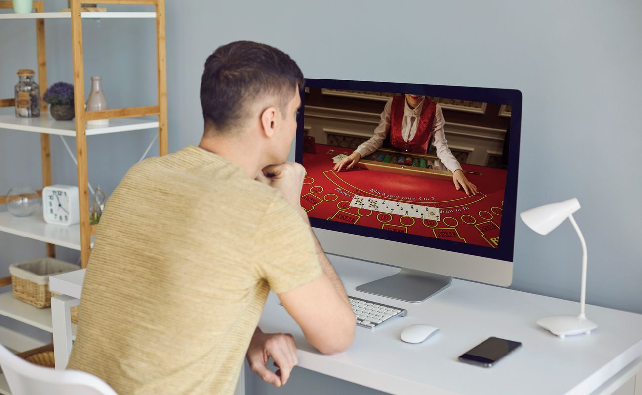 A man watching an online poker tutorial on his PC.