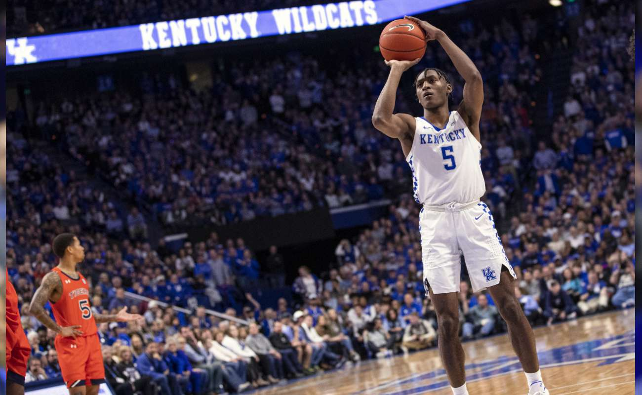 Immanuel Quickley #5 of the Kentucky Wildcats shoots a free throw