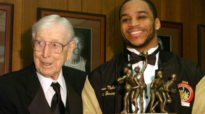 John R. Wooden and Jameer Nelson of Saint Joseph's University receiving the John Wooden Award