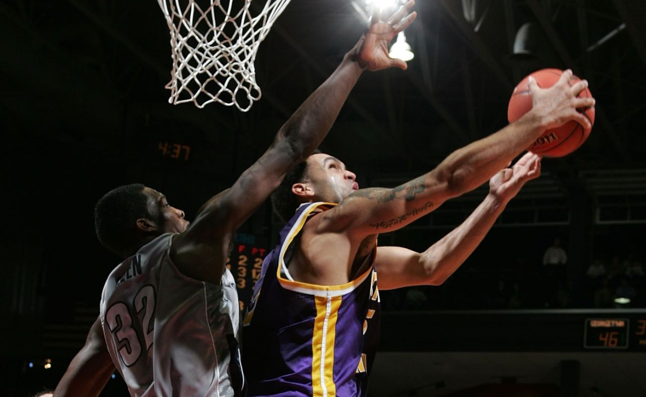 Ben Jacobson of Northern Iowa Panthers shoots over Jeff Green of Georgetown Hoyas during 2006 NCAA Men's Basketball Tournament