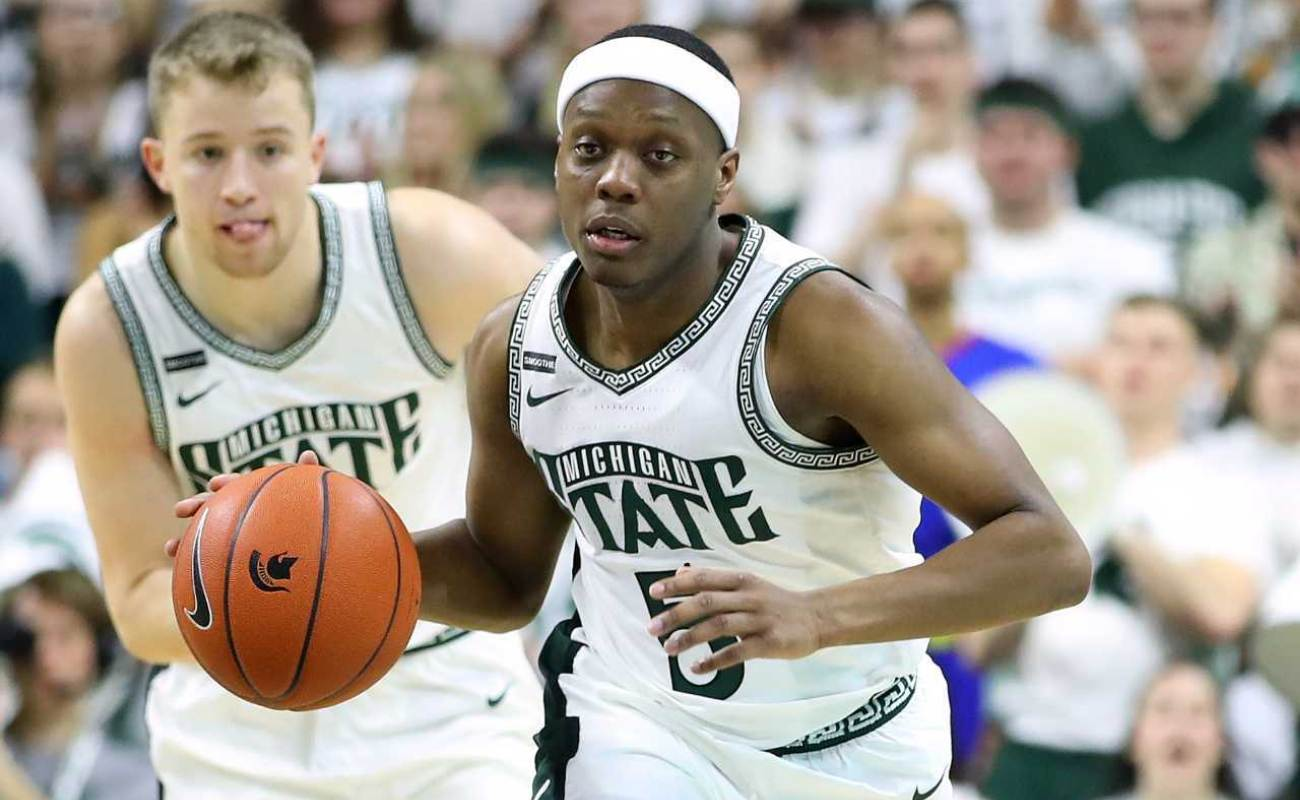 Cassius Winston #5 of the Michigan State Spartans plays against the Ohio State Buckeyes