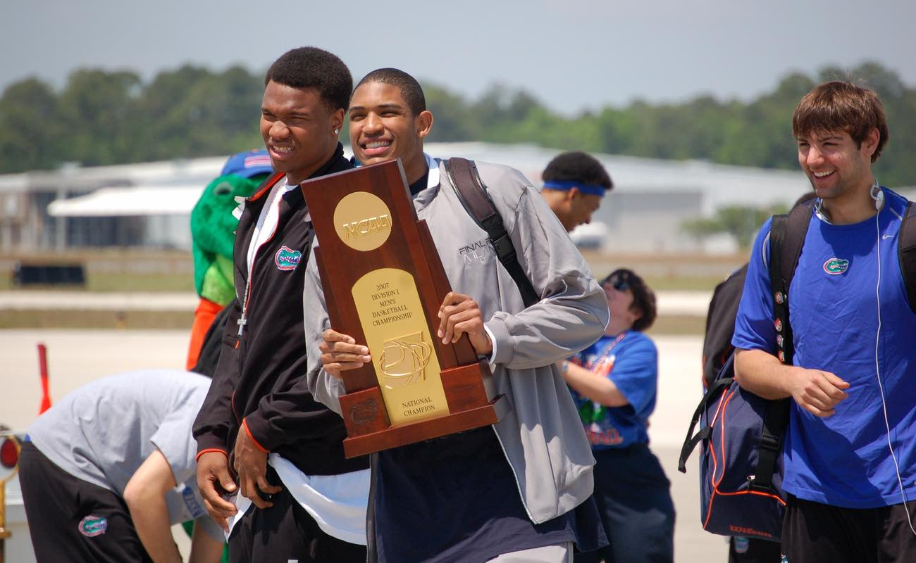 Al Horford and other University of Florida Basketball team members display Championship trophy