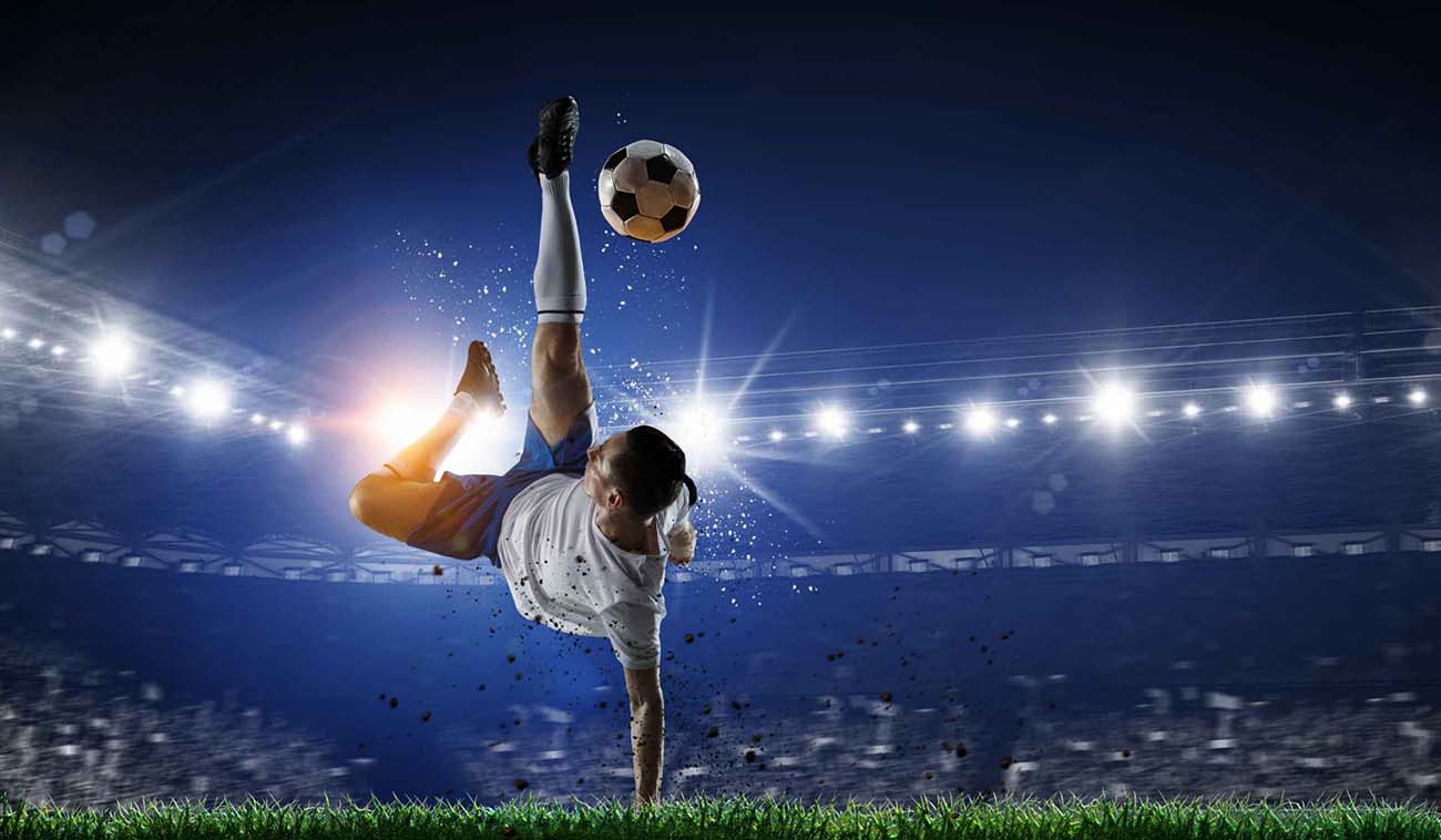 soccer player performing a spectacular overhead kick