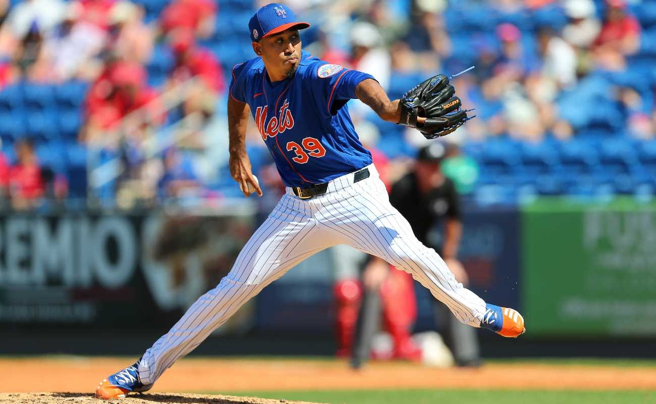 Edwin Diaz #39 of the New York Mets in action against the St. Louis Cardinals