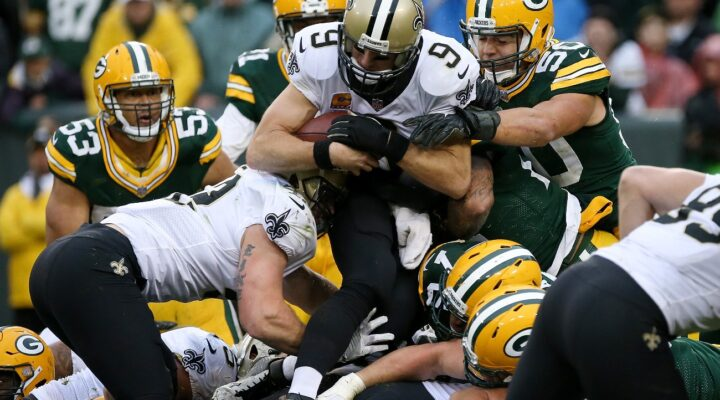 Drew Brees #9 of the New Orleans Saints scores a touchdown on a quarterback sneak in the fourth quarter against the Green Bay Packers at Lambeau Field on October 22, 2017 in Green Bay, Wisconsin