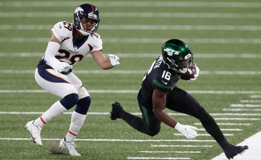 Jeff Smith of New York Jets against Bryce Callahan of Denver Broncos at MetLife Stadium October 2020