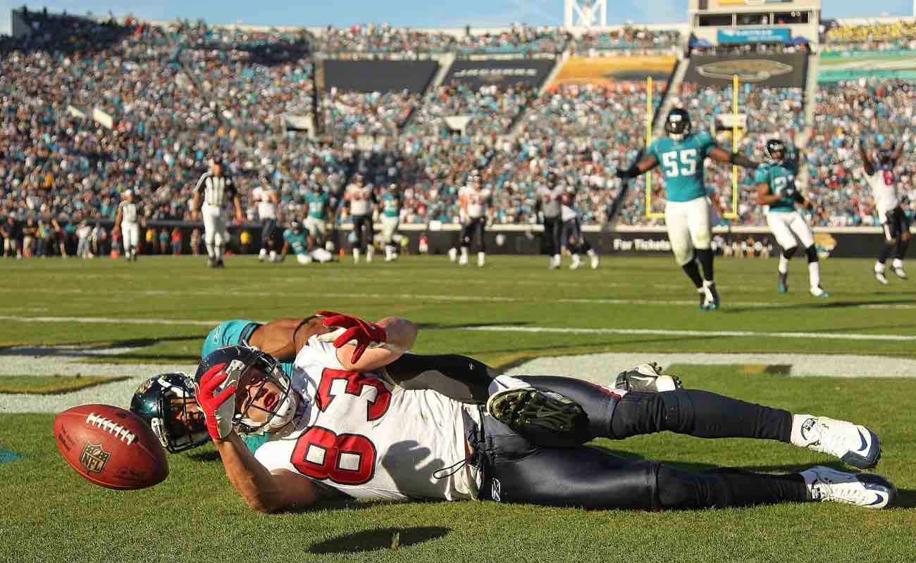 Kevin Walter of Houston Texans catches a touchdown pass against the Jacksonville Jaguars at EverBank Field on November 14, 2010. Photo by Mike Ehrmann/Getty Images.