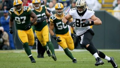 Coby Fleener of New Orleans Saints runs with the ball against Green Bay Packers at Lambeau Field October 2017
