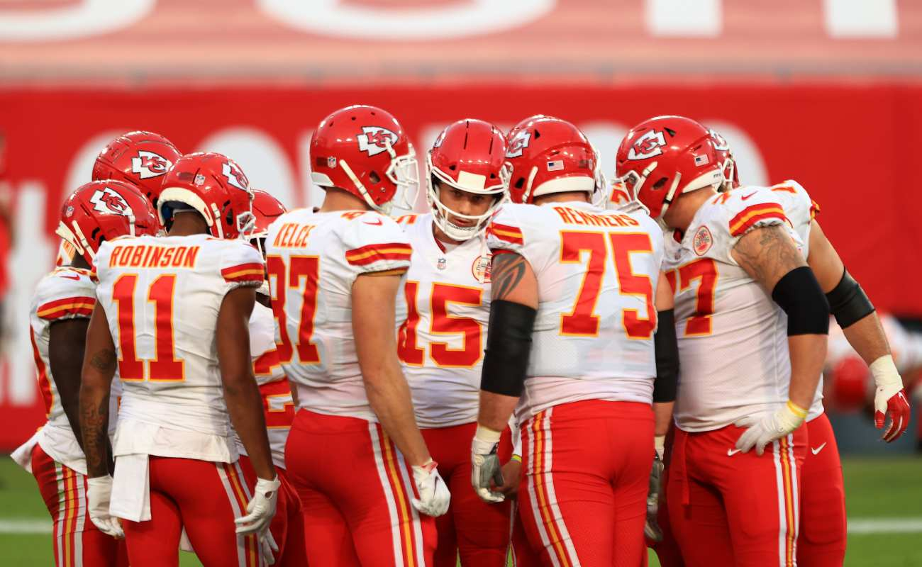 The Kansas City Chiefs huddle. Photo by Mike Ehrmann/Getty Images