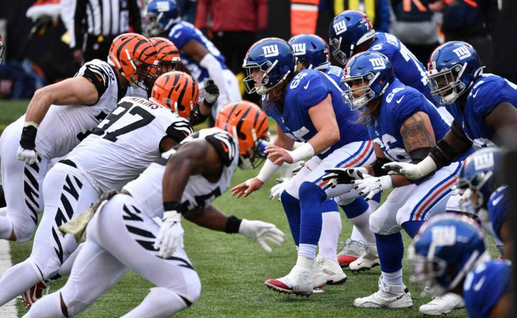 The Cincinnati Bengals charge towards the New York Giants' defence. Photo by Jamie Sabau/Getty Images