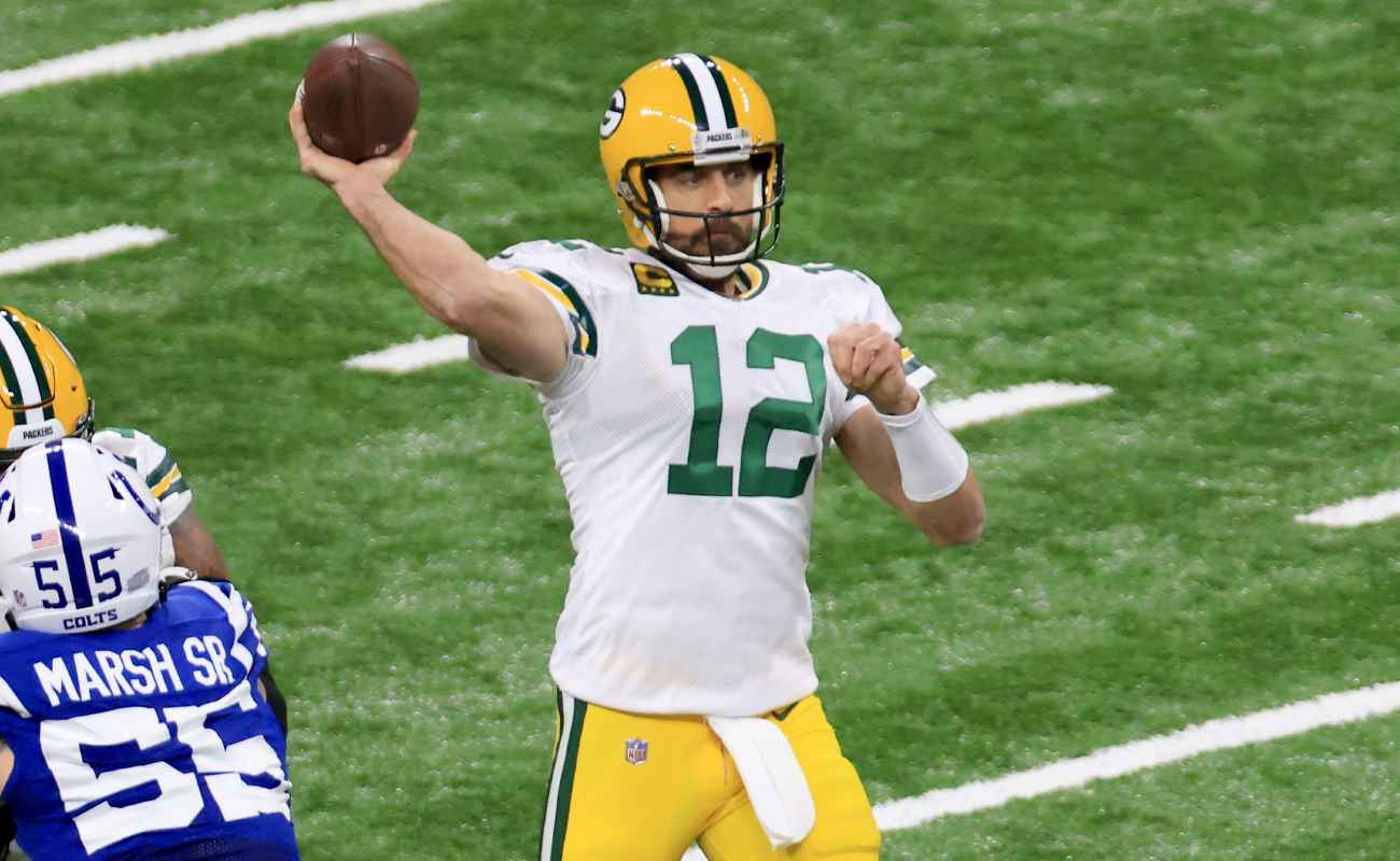 Aaron Rodgers Throws a Pass. Photo By Justin Casterline