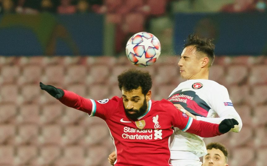 HERNING, DENMARK - DECEMBER 09: (BILD ZEITUNG OUT) Mohamed Salah of FC Liverpool and Dion Cools of FC Midtjylland battle for the ball during the UEFA Champions League Group D stage match between FC Midtjylland and Liverpool FC at MCH Arena on December 9, 2020 in Herning, Denmark. (Photo by Gaston Szermann/DeFodi Images via Getty Images)