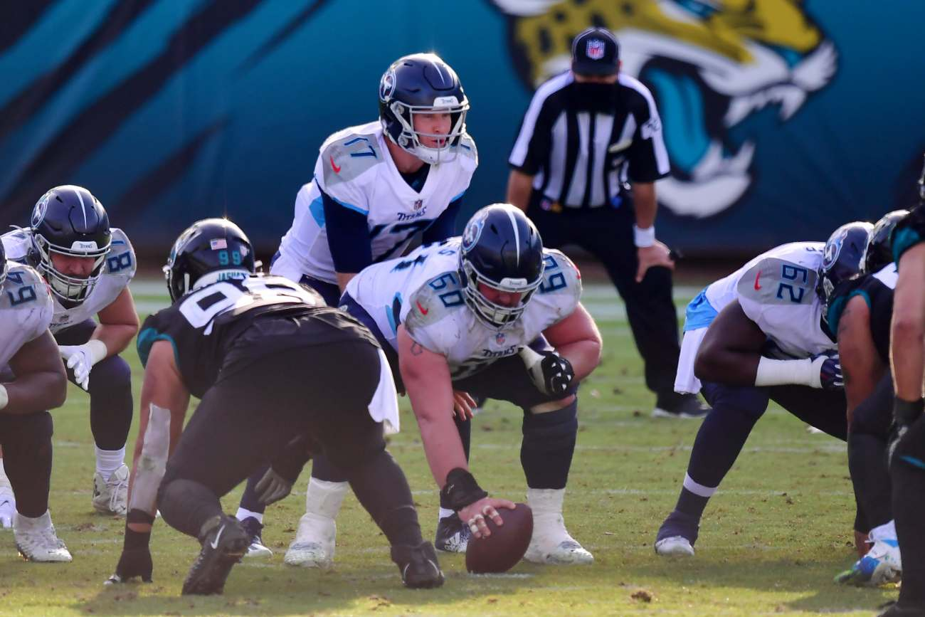 JACKSONVILLE, FLORIDA - DECEMBER 13: Ryan Tannehill #17 of the Tennessee Titans calls a play against the Jacksonville Jaguars at TIAA Bank Field on December 13, 2020 in Jacksonville, Florida. (Photo by Julio Aguilar/Getty Images)