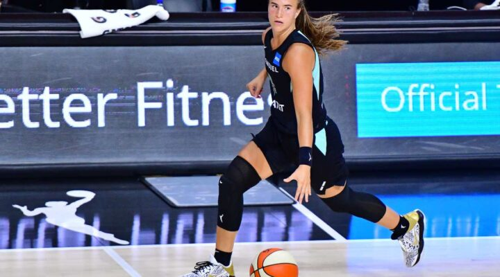PALMETTO, FLORIDA - JULY 29: Sabrina Ionescu #20 of the New York Liberty dribbles up the court during the second half of a game against the Dallas Wings at Feld Entertainment Center on July 29, 2020 in Palmetto, Florida. NOTE TO USER: User expressly acknowledges and agrees that, by downloading and or using this photograph, User is consenting to the terms and conditions of the Getty Images License Agreement. (Photo by Julio Aguilar/Getty Images)