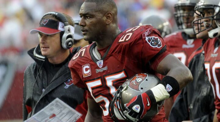 TAMPA, FL - NOVEMBER 30: Linebacker Derrick Brooks #55 of the Tampa Bay Buccaneers in at the game against the New Orleans Saints at Raymond James Stadium on November 30, 2008, in Tampa, Florida. (Photo by Al Messerschmidt/Getty Images)