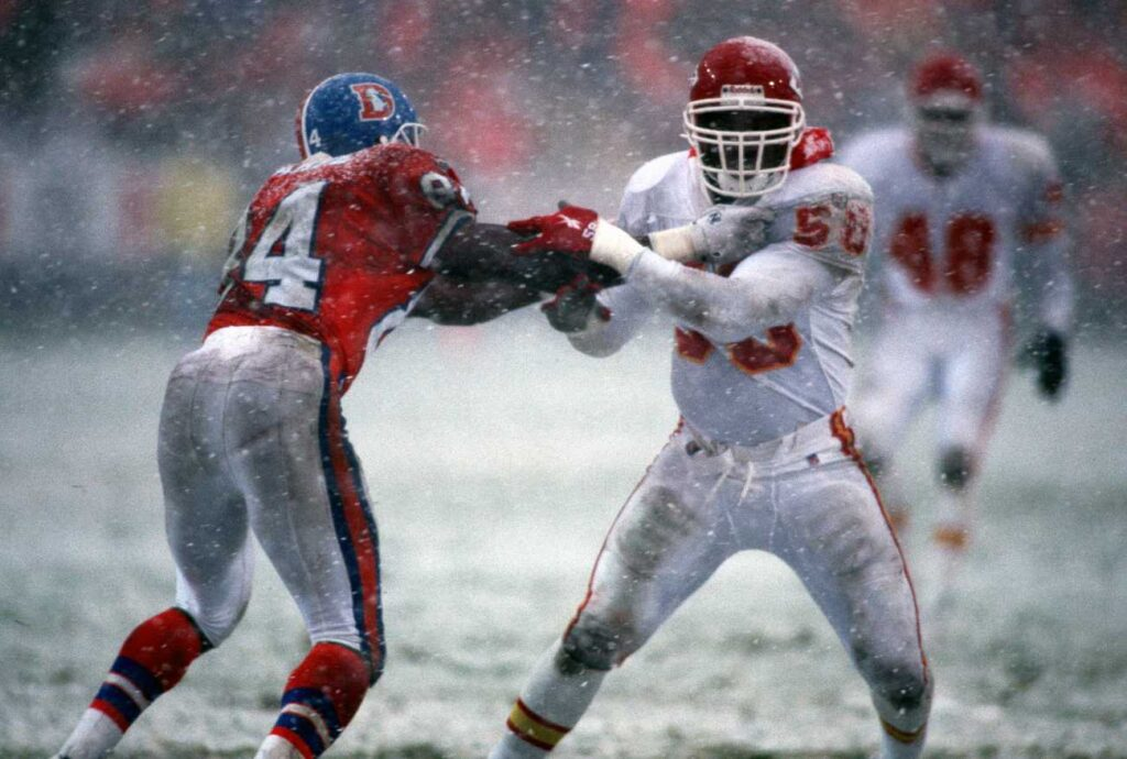 Kansas City Chiefs Hall of Fame linebacker Derrick Thomas (right) in action during his career. (Photo by Allen Kee/Getty Images)
