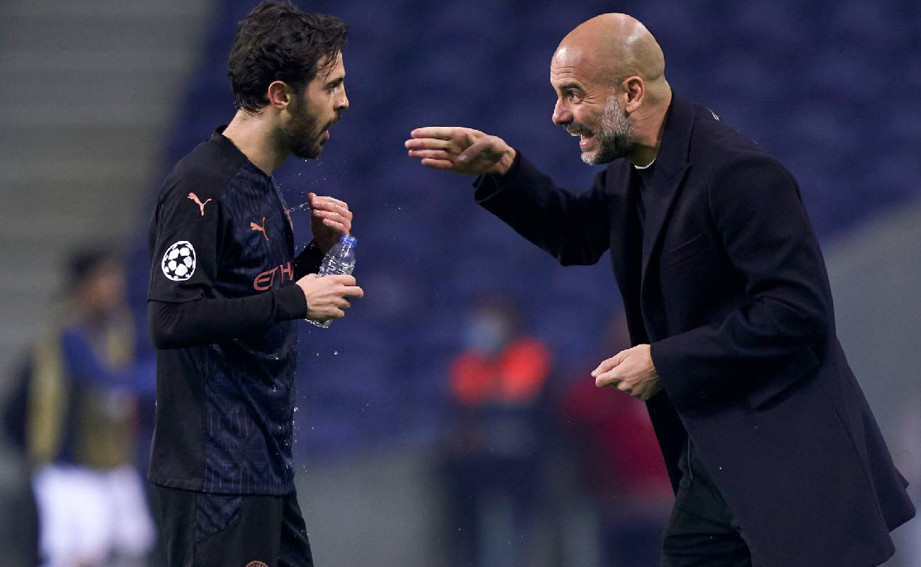 Pep Guardiola gives directions to Bernado Silva during a game - Photo by Jose Manuel Alvarez/Quality Sport Images/Getty Images