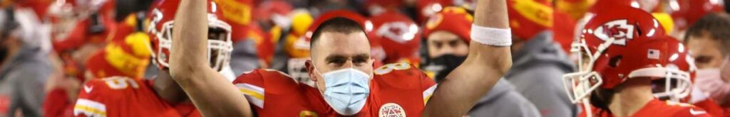KANSAS CITY, MISSOURI - JANUARY 24: Travis Kelce #87 of the Kansas City Chiefs celebrates on the sideline in the fourth quarter during the AFC Championship game against the Buffalo Bills at Arrowhead Stadium on January 24, 2021 in Kansas City, Missouri. (Photo by Jamie Squire/Getty Images)