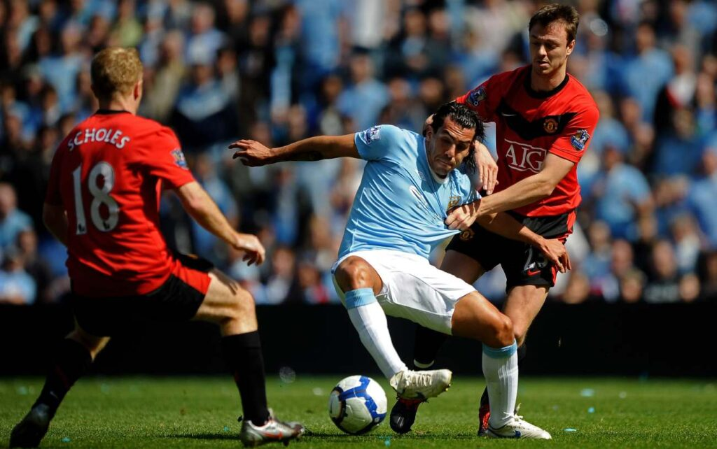 MANCHESTER, ENGLAND - APRIL 17: Carlos Tevez of Manchester City battles for the ball with Jonny Evans of Manchester United during the Barclays Premier League match between Manchester City and Manchester United at the City of Manchester Stadium on April 17, 2010, in Manchester, England. (Photo by Laurence Griffiths/Getty Images)