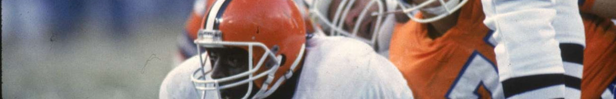 DENVER, CO - JANUARY 17: Running back Earnest Byner #44 of the Cleveland Browns scores a touchdown against the Denver Broncos in the 1987 AFC Championship Game at Mile High Stadium on January 17, 1988 in Denver, Colorado. The Broncos defeated the Browns 38-33. (Photo by John Betancourt/Getty Images)