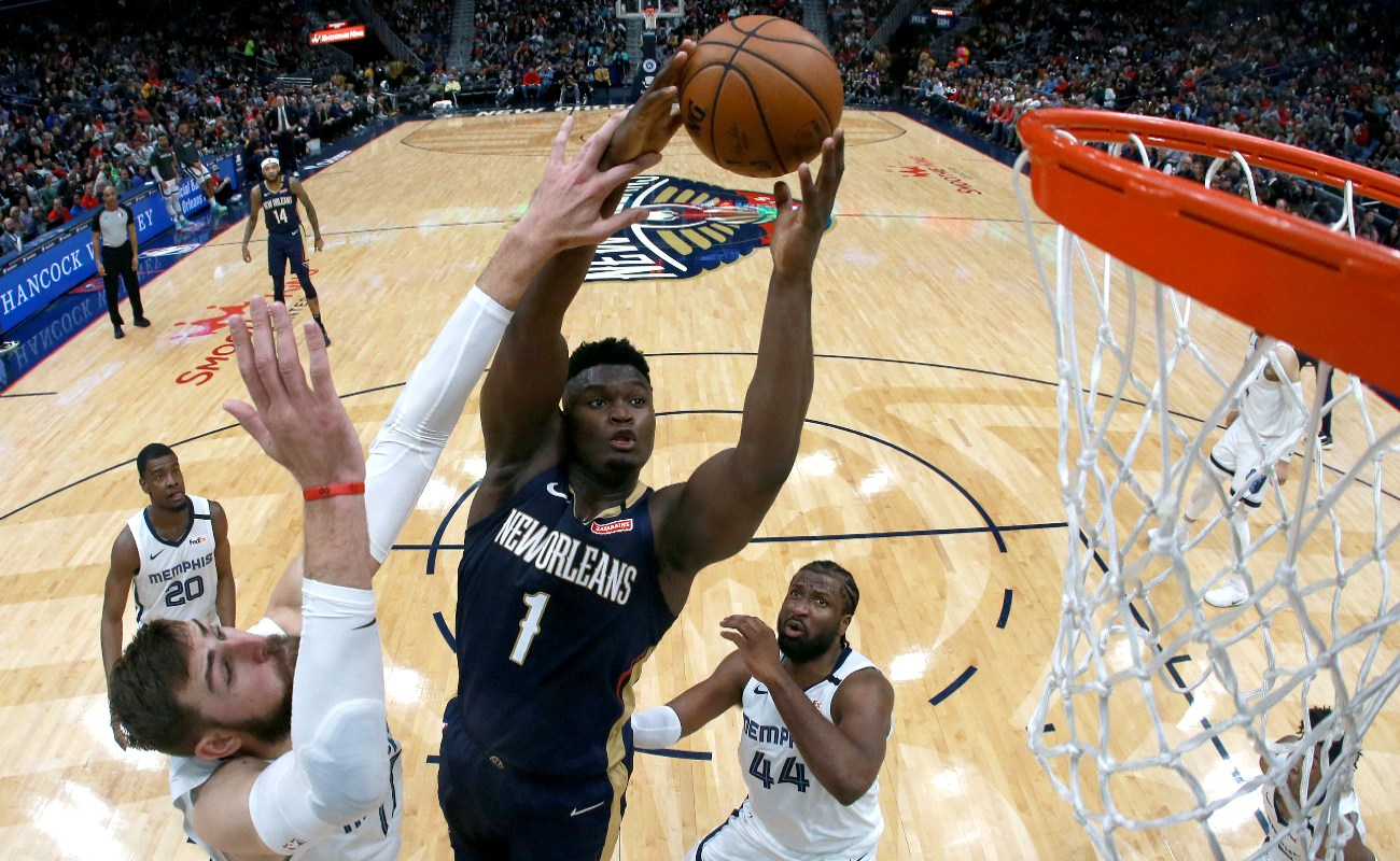 Zion Williamson #1 of the New Orleans Pelicans shoots over Jonas Valanciunas #17 of the Memphis Grizzlies during a NBA game at Smoothie King Center on January 31, 2020 in New Orleans, Louisiana. (Photo by Sean Gardner/Getty Images)