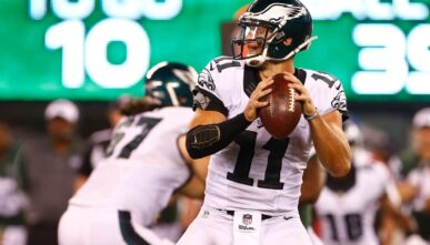 EAST RUTHERFORD, NJ - SEPTEMBER 03: Quarterback Tim Tebow #11 of the Philadelphia Eagles looks to pass against the New York Jets in the fourth quarter during a preseason game at MetLife Stadium on September 3, 2015 in East Rutherford, New Jersey. (Photo by Rich Schultz /Getty Images)